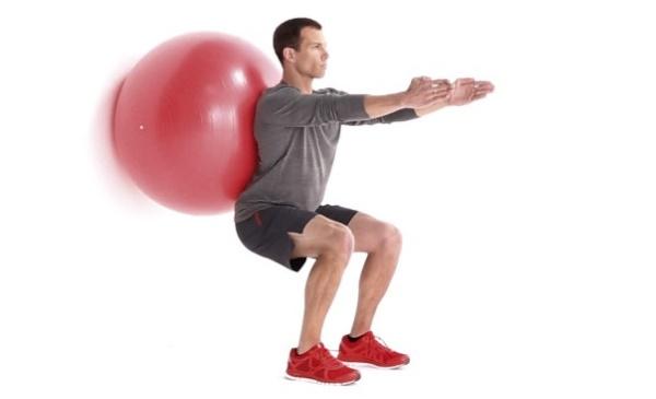 упражнения за гръб с топка