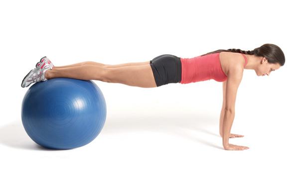 упражнение за гърба с топка